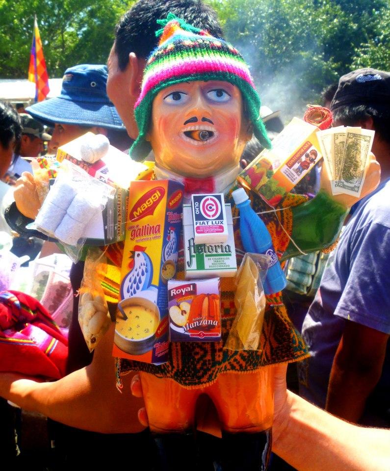 Celebración en honor del Ekeko, antiguo dios de la abundancia y la prosperidad
