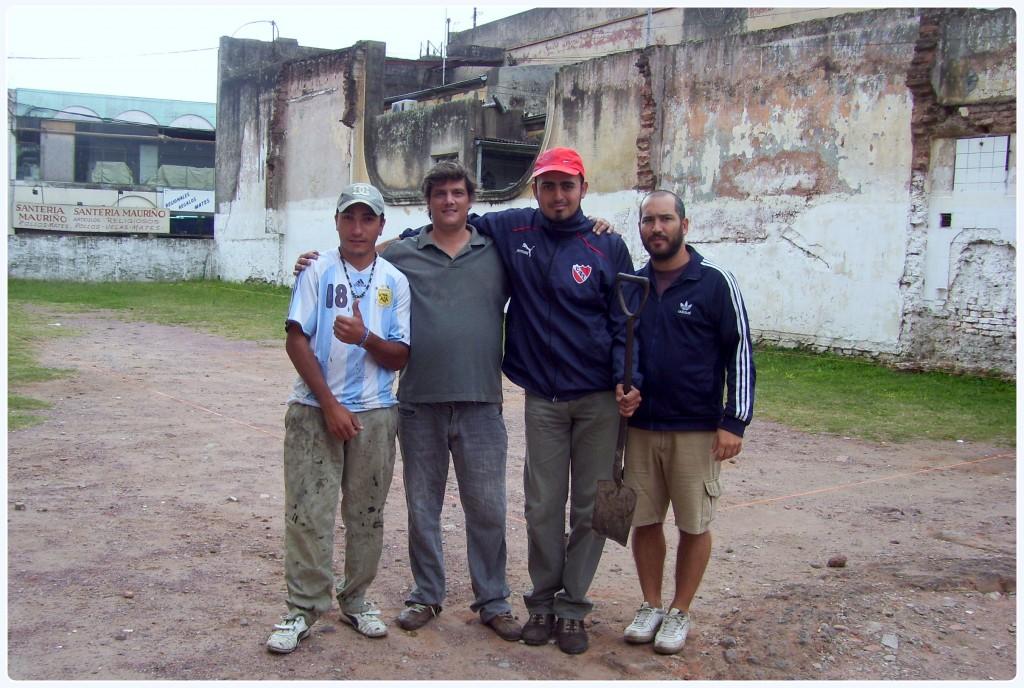 Parte del equipo de trabajo que llevó adelante el hallazgo, encabezados por los licenciados Jesús Binetti y Federico Suárez.