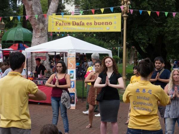 Falun Dafa en la celebración del Año Nuevo Chino